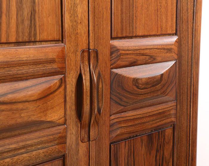 黑胡桃木主要用于家具,橱柜,建筑内装饰,高级细木工产品,门,地板和拼