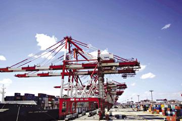 今年8月前,我国服务贸易总额同比增长3%
