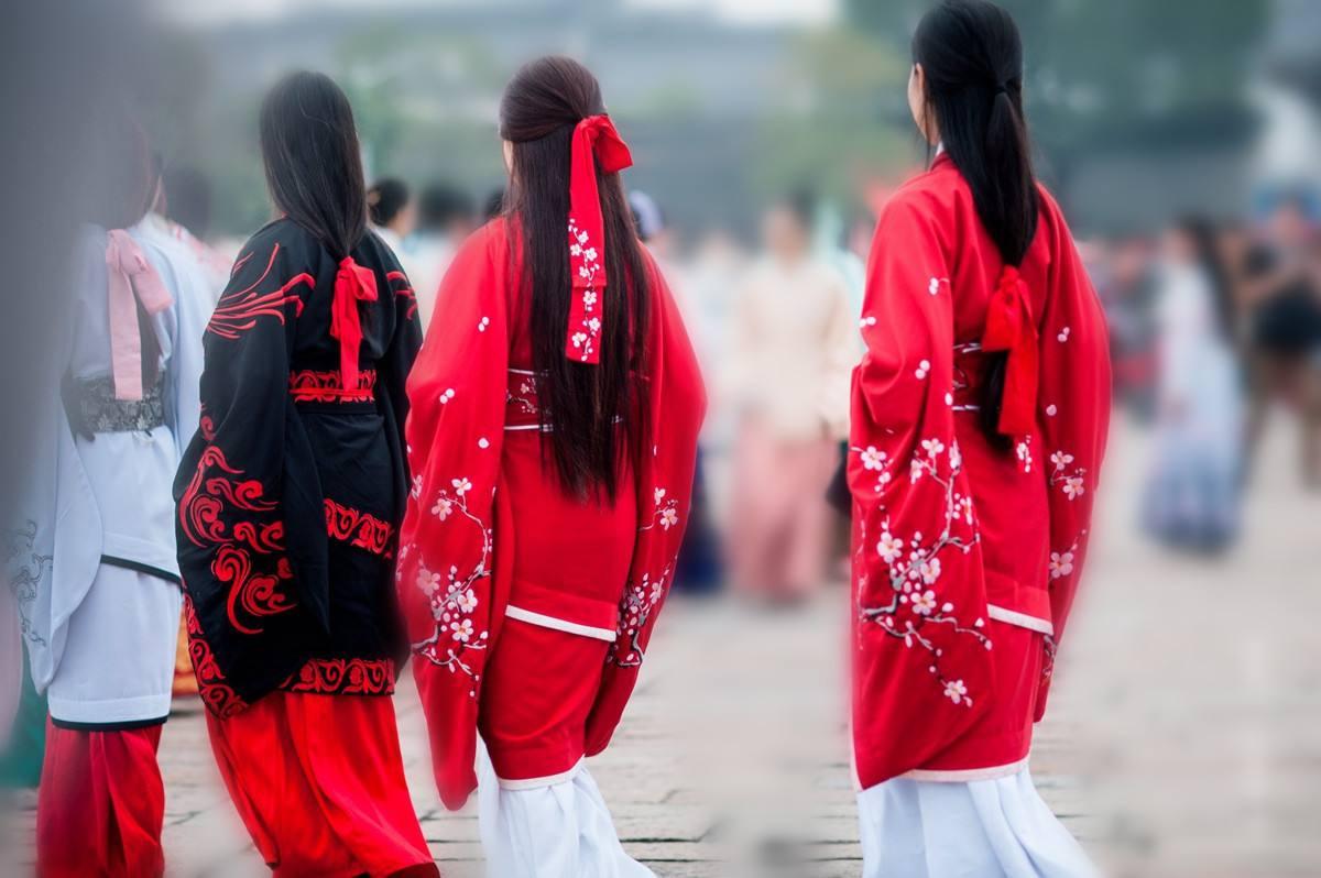 传统文化回归:汉服为啥越来越火?